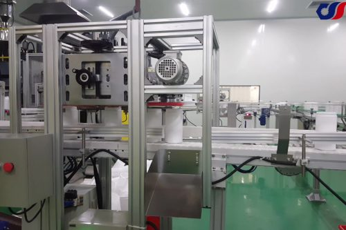 deflashing machine for extrusion blow molding